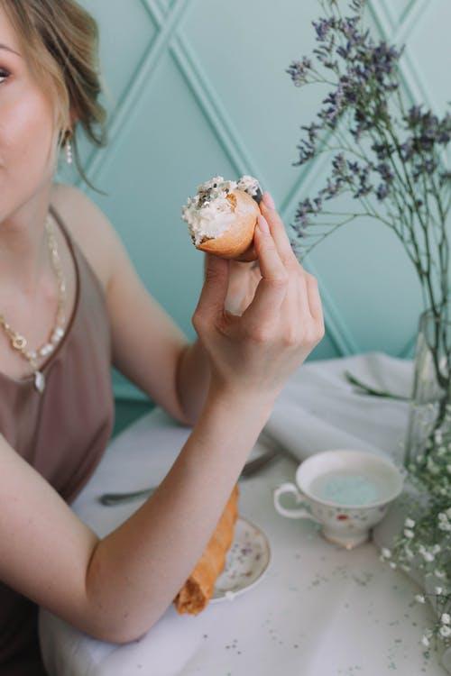 žena snídaně